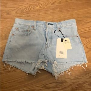 Never worn Levi's  501 mid rise shorts size 27